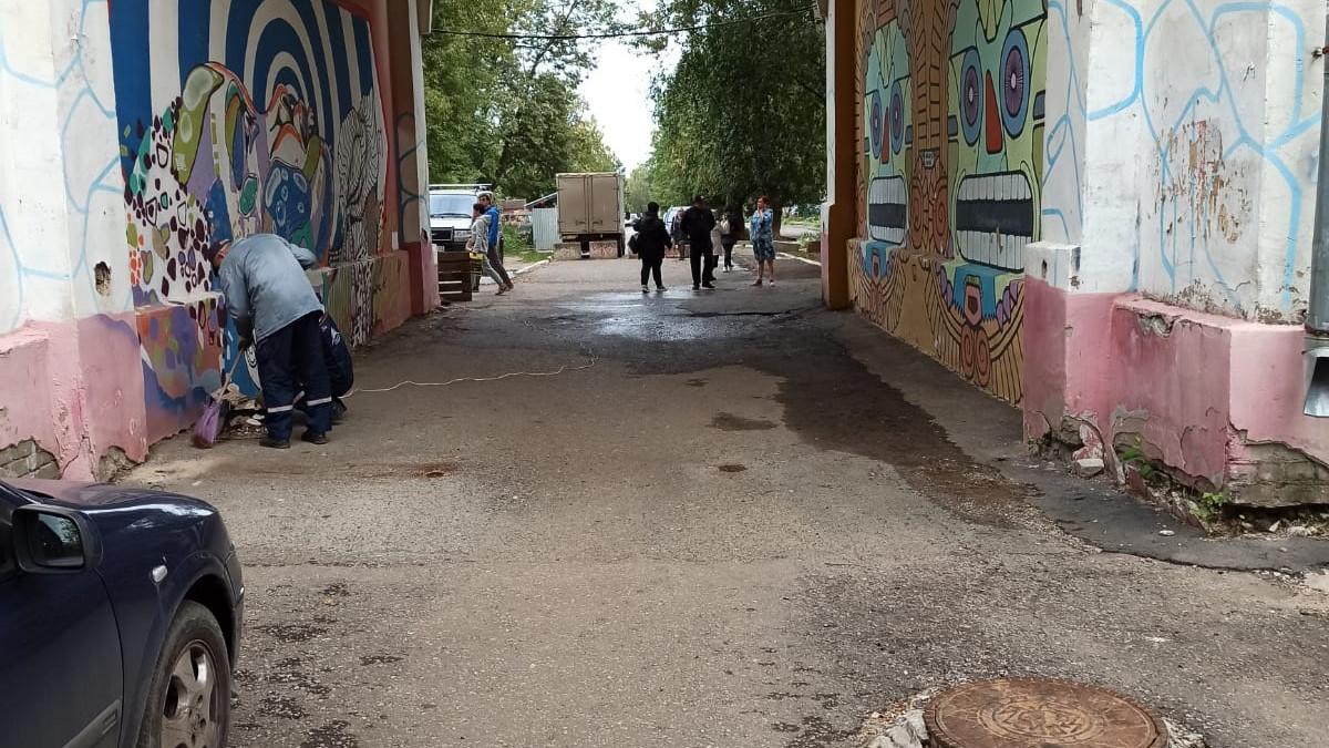 ГИБДД встала на сторону жильцов дома №74 по Октябрьскому проспекту в их конфликте с администрацией города