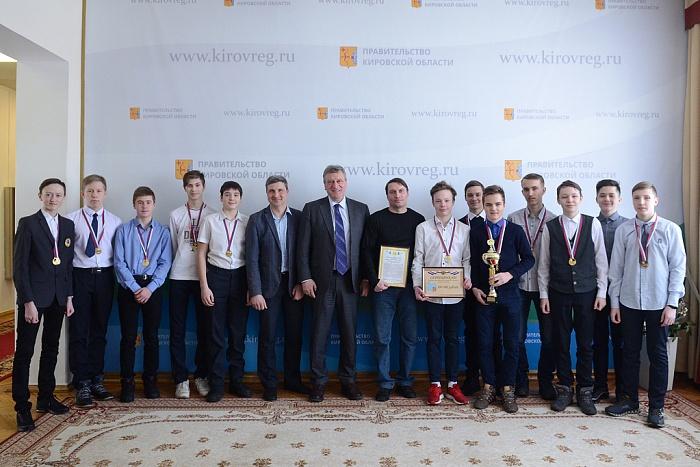 Губернатор Кировской области встретился с чемпионами России по хоккею с мячом