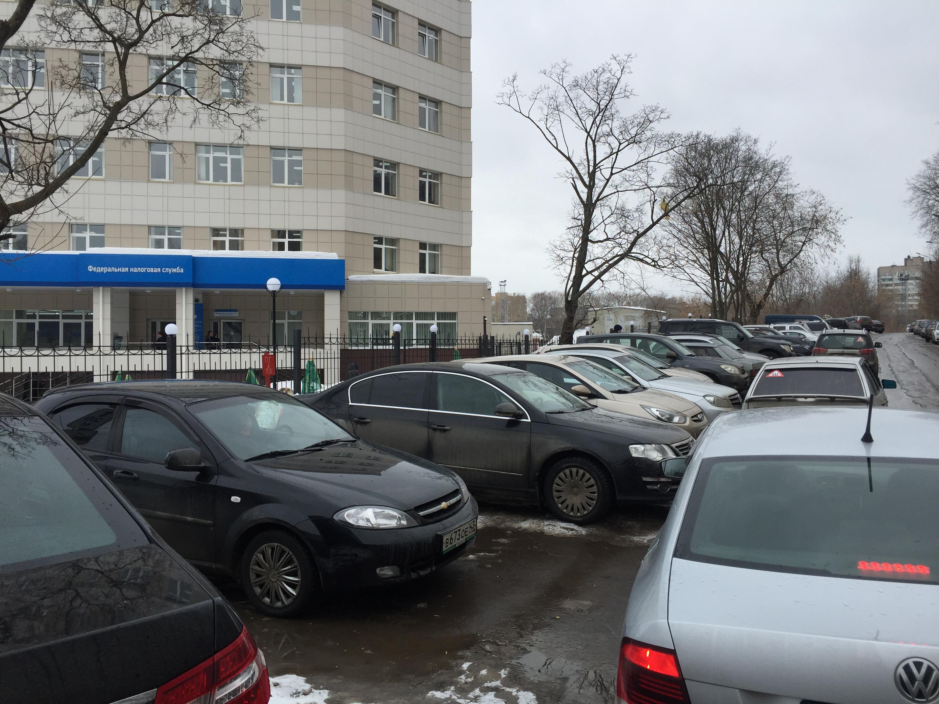 Парковка у новой налоговой вышла на федеральный уровень