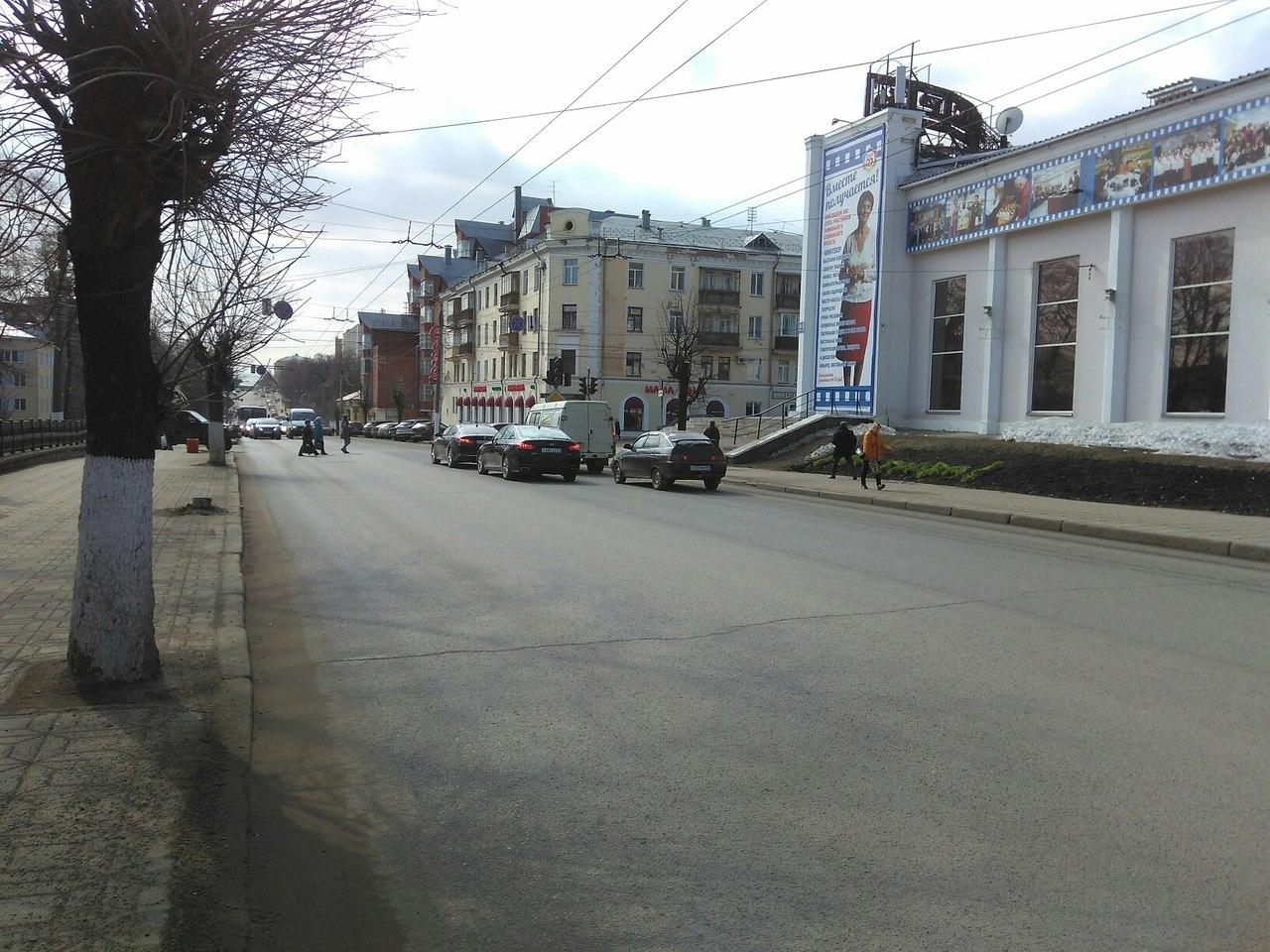 Кировские дороги начали мыть с шампунем