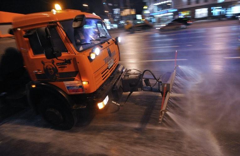 В Кирове на главной площади города решили растопить снег