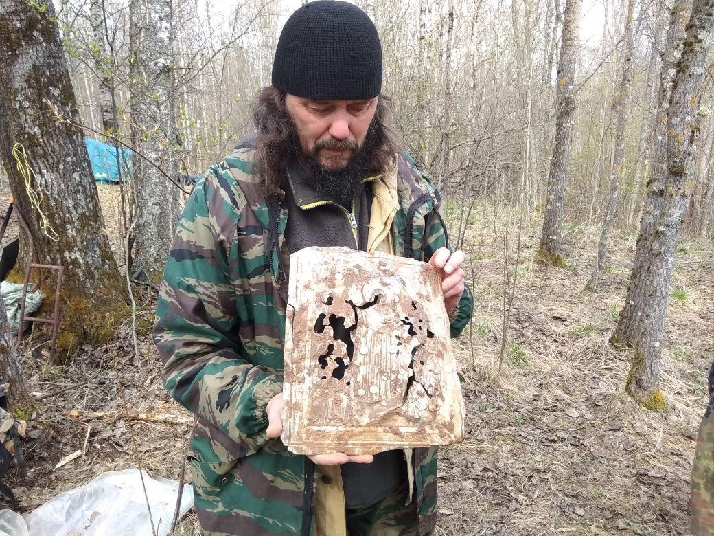 Кировские поисковики нашли уникальные церковные артефакты