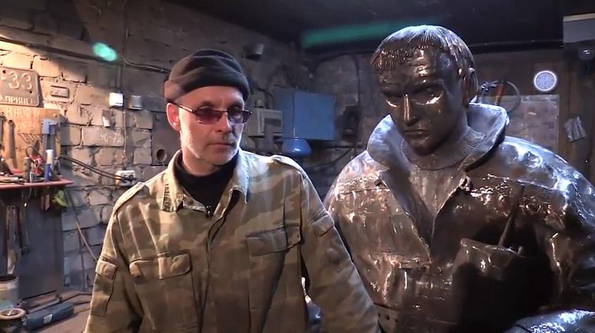 Кировчанин выковал двухметровую скульптуру сотрудника пожарной части