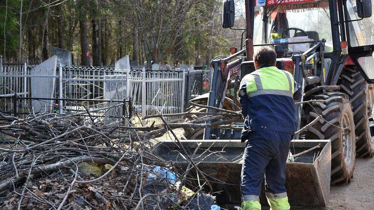 Кировские кладбища почистят до 16 мая