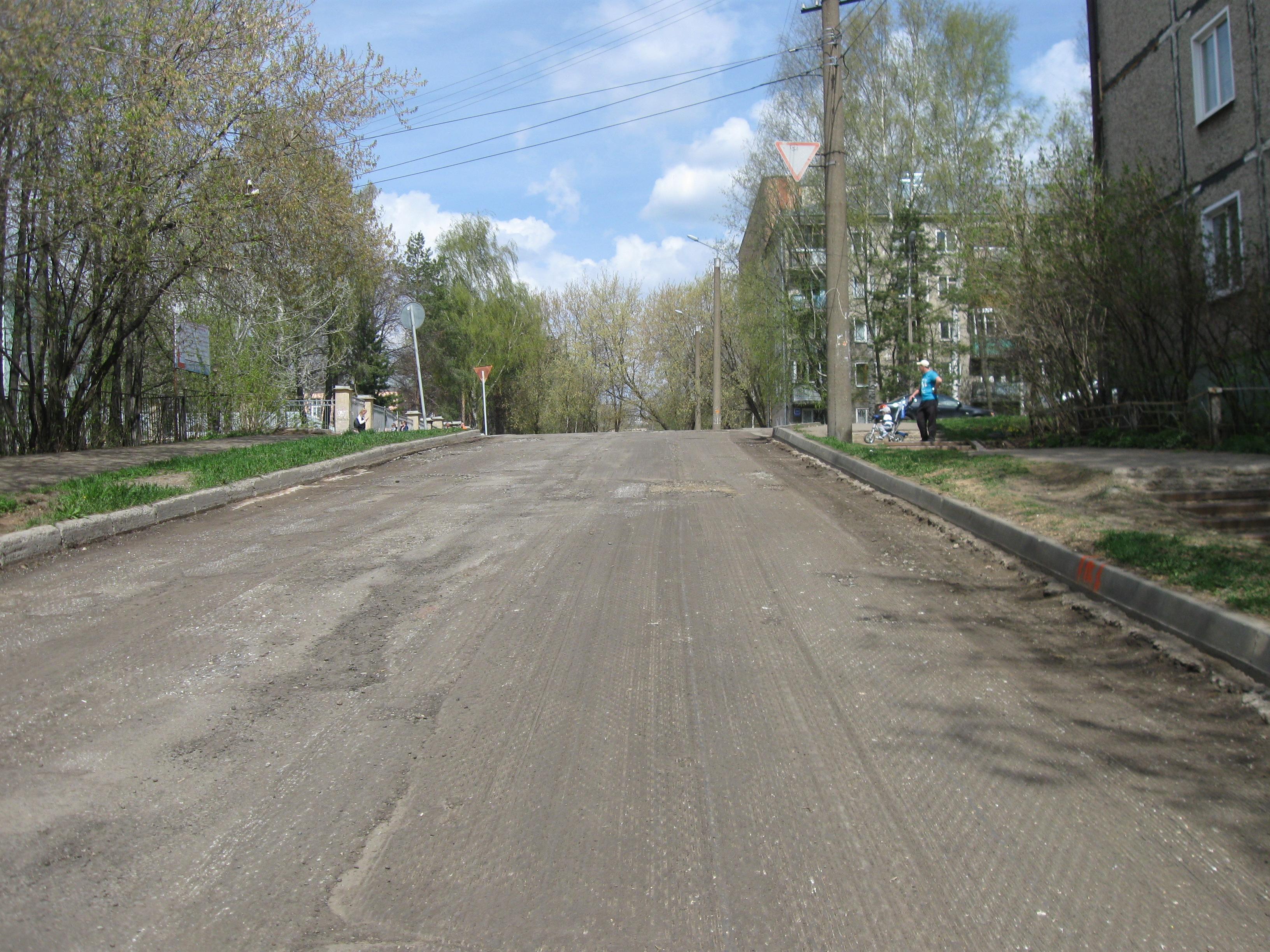 Разговоры в городе: в Кирове меняют новый асфальт на новый