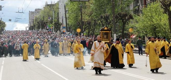 В Кирове началось перекрытие улиц к крестному ходу