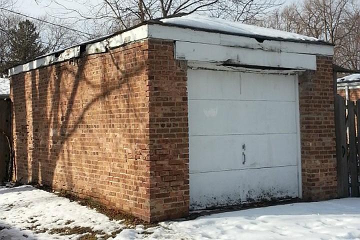 У чепчанки за долги по теплоэнергии арестовали гараж