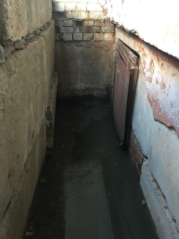 В Кирове дома на Калинина и Щорса очищают от канализационных стоков