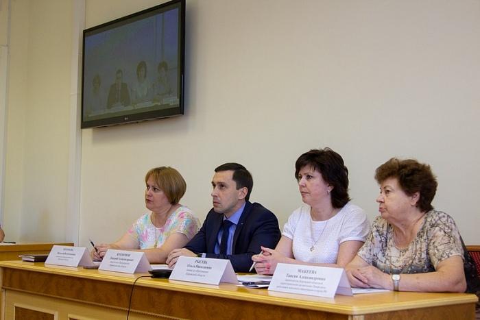 Учителям в Кировской области увеличили зарплату