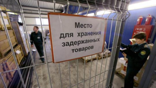 В Кирове уничтожили почти тонну санкционных фруктов и грибов