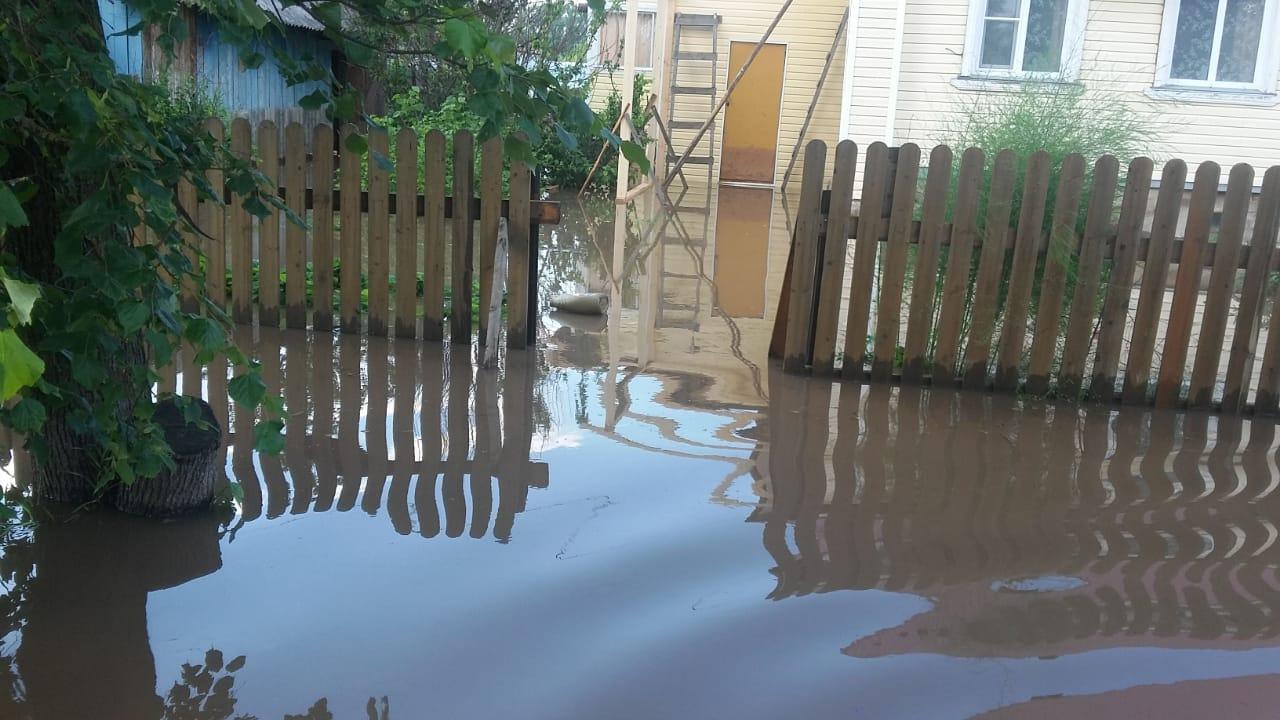 Затопило поселок. В Кировской области из-за ливней Пижанка ушла под воду