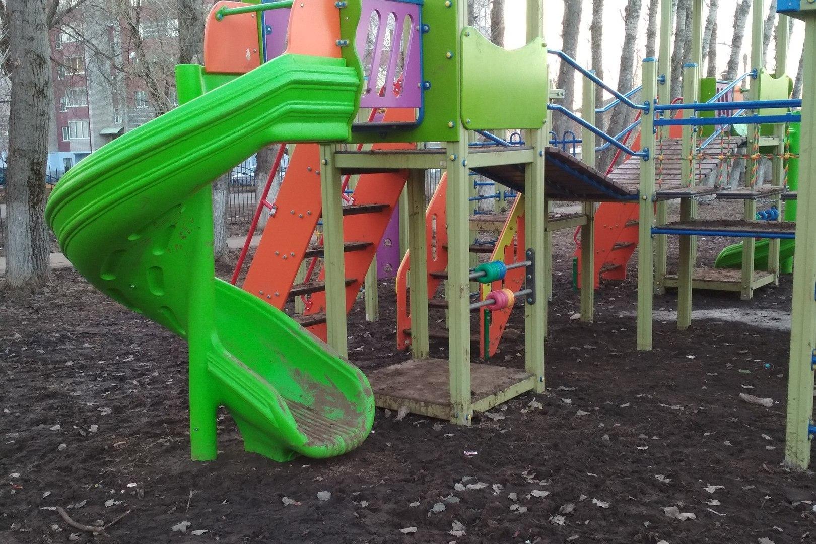 В Кировской области в новом детском комплексе ребята играют в грязи