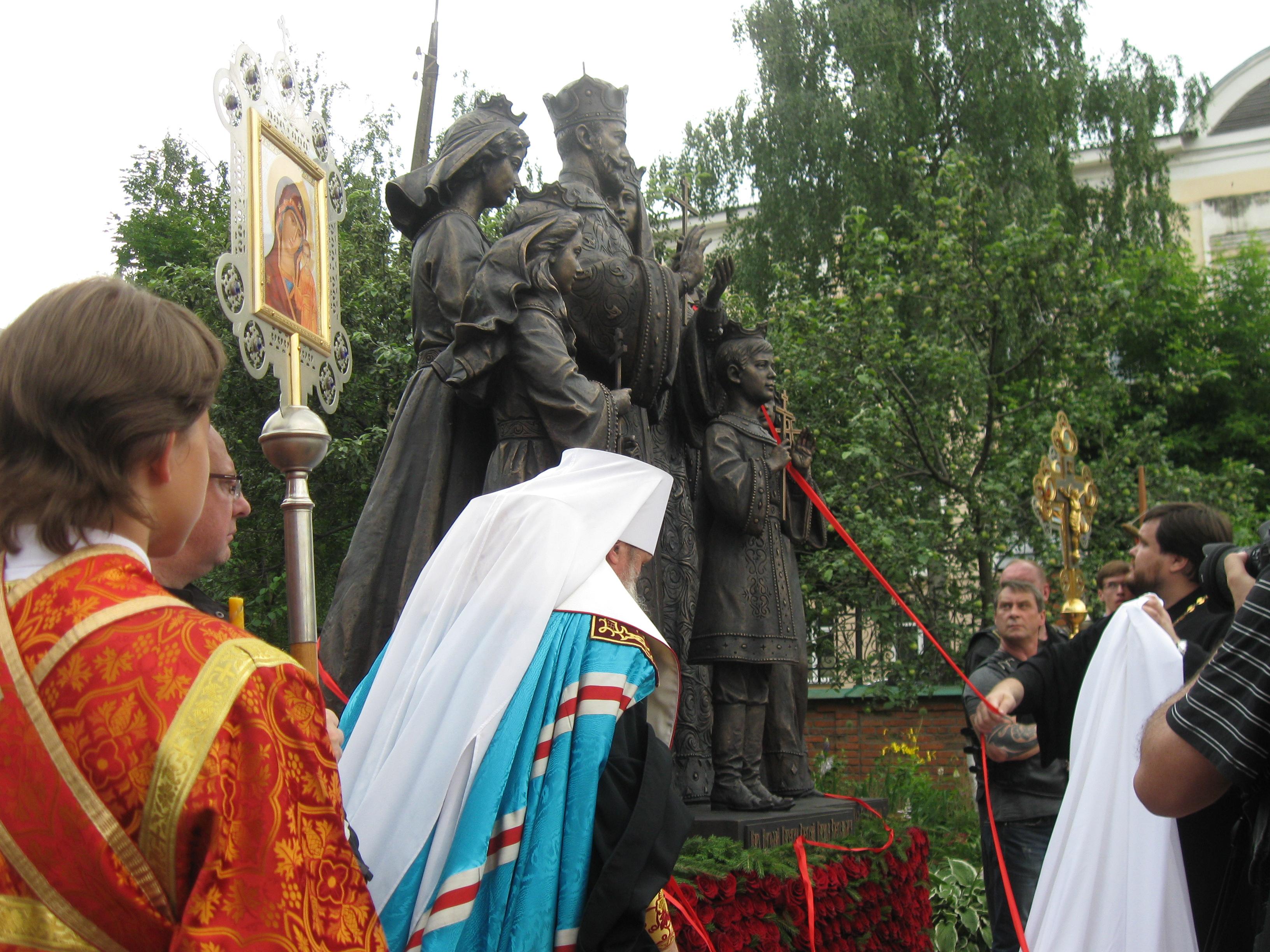 Освятили памятник, или Как опозорили городские депутаты Киров, по мнению митрополита Марка