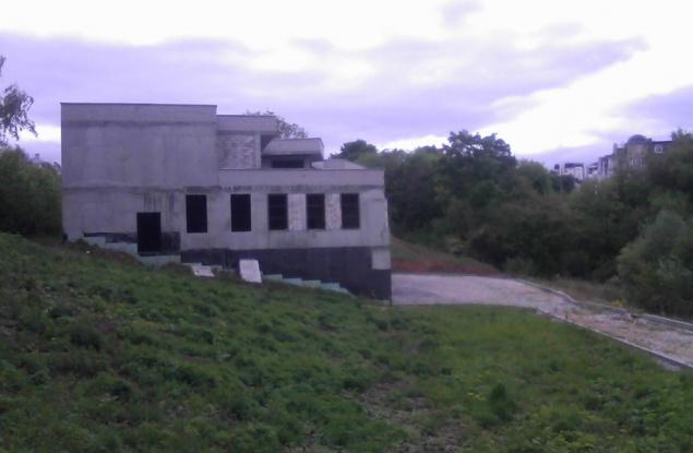 Что будет с недостроенным зданием в овраге Засора в Кирове?