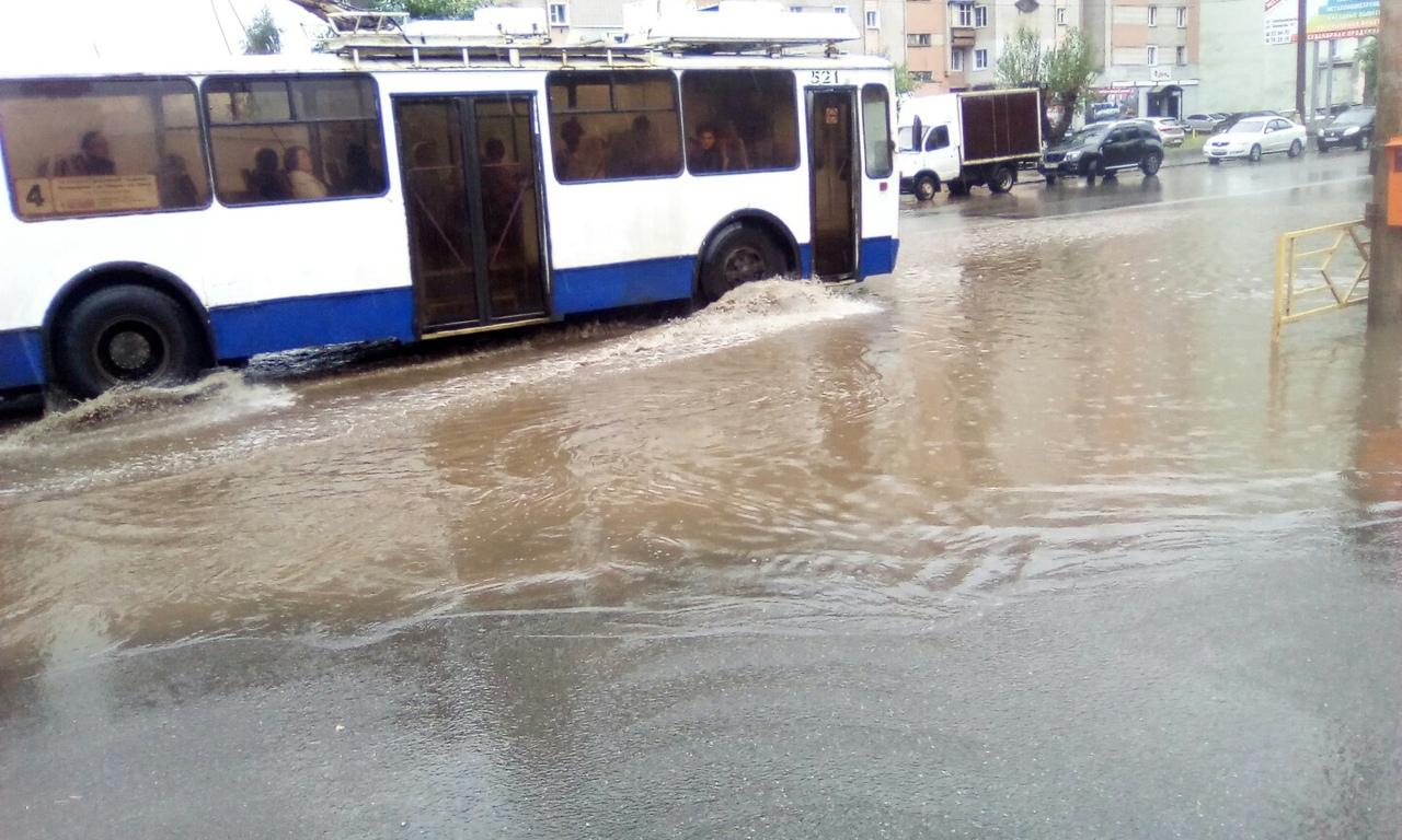 Кировские ливневки не справляются даже с небольшим дождем