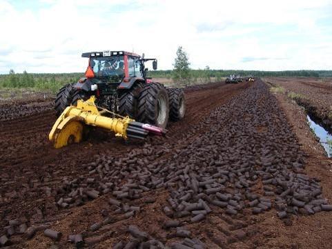 «ВяткаТорф» заготовил к отопительному сезону уже 435 тысяч тонн торфа