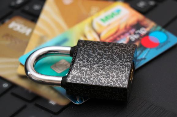 Центробанк: Мошенники пугают блокировкой карты