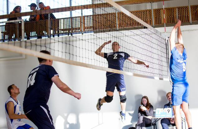 Хорош волейбол недаром точным и сильным ударом