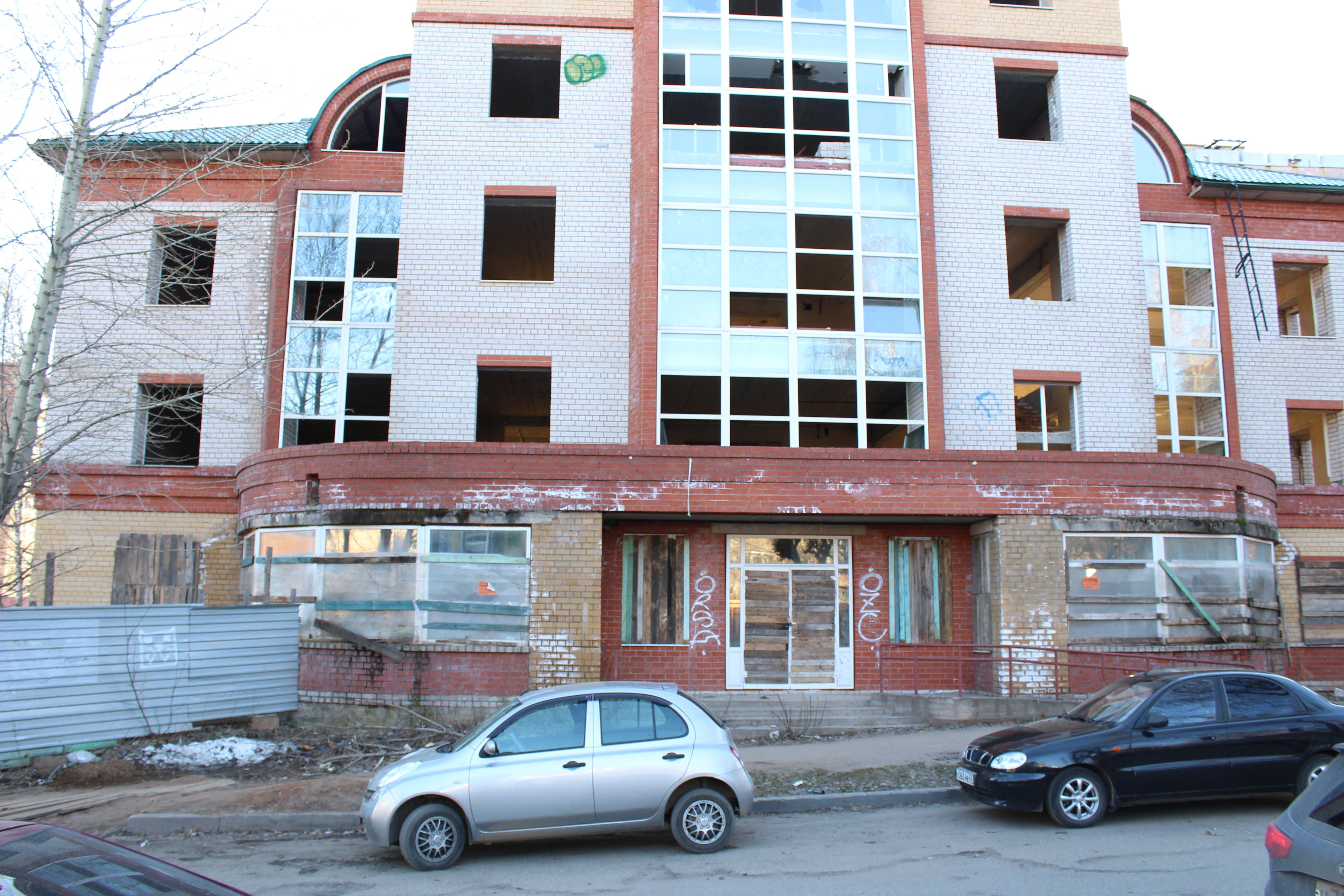 Недостроенный торговый центр на Володарского превратится в жилой дом