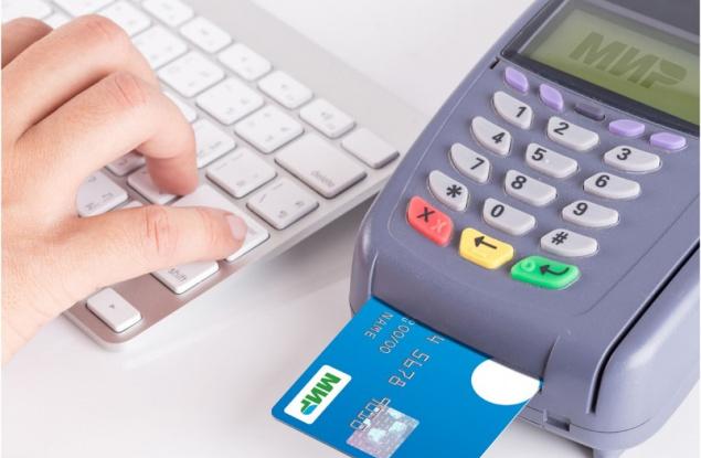 Кировчане отказываются от наличных в пользу банковских карт