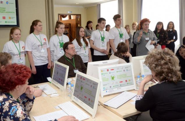 В кировских МФЦ компьютерной грамотности обучили более 100 тысяч человек