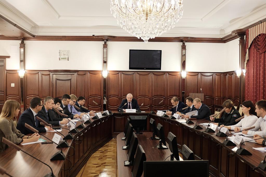 Правительство области выработает меры профилактики незаконной заготовки и оборота древесины