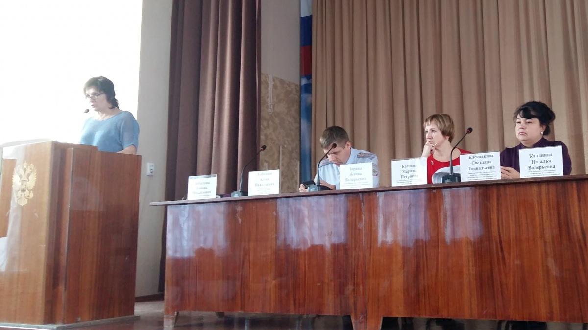 В кировских школах могут создать службы по работе с семьями