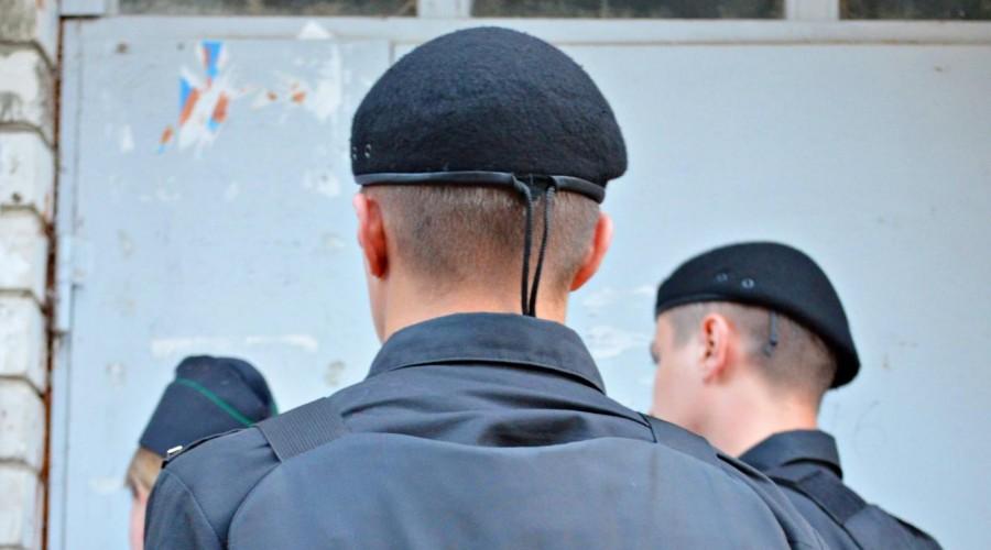 За долги в Котельниче арестовали компьютер и мобильный телефон