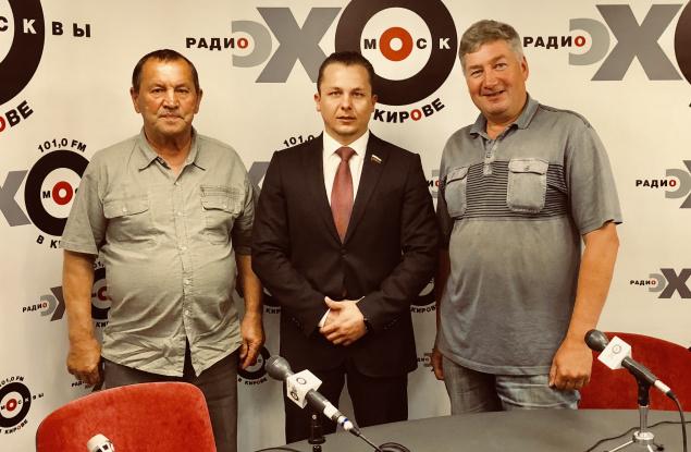 ДепутатЛугинин:Делона мошенниковзавели, аДобровольского устранили с должности