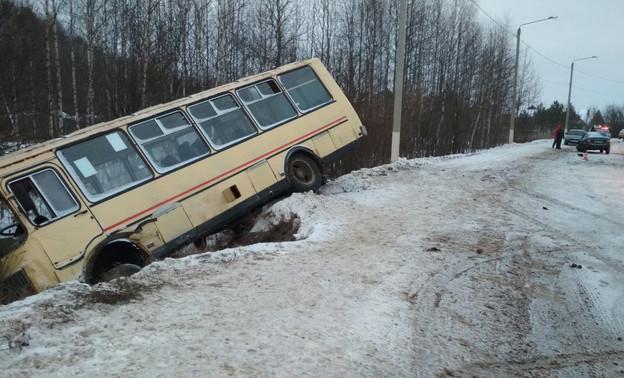 В аварии с участием автобуса в Кирове пострадало 10 человек