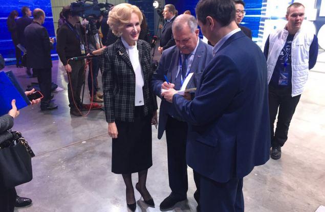 Ирине Яровой подарили книгу из Кирова