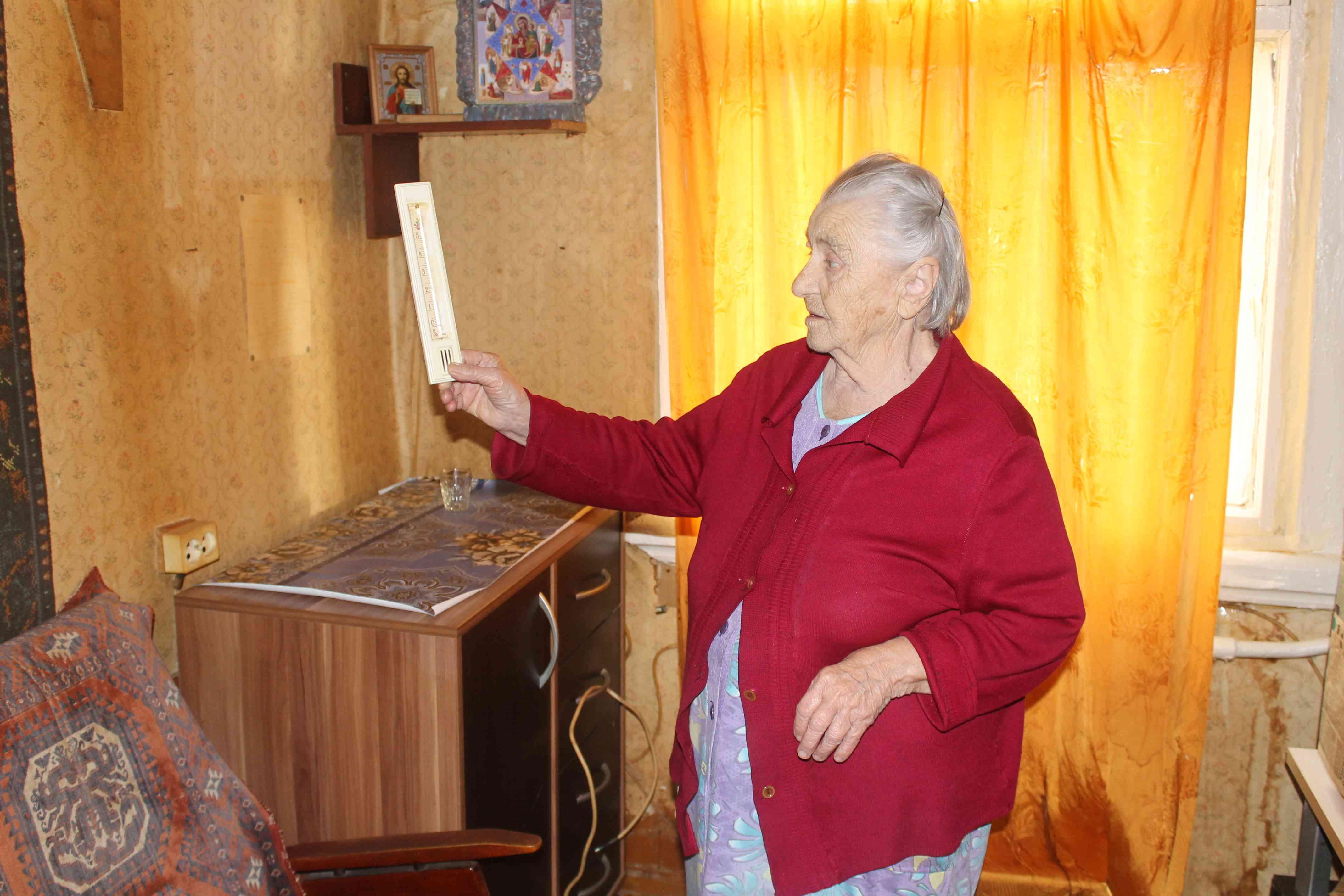 Из-за нового манежа в Вересниках «остывают» два дома по соседству