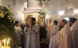 Православные встретили Рождество в главном храме Вятки