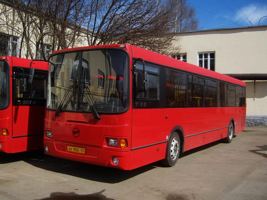 В центре Кирова обстреляли автобус