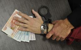 Глава Малмыжского района обвиняется в получении денег и телевизора