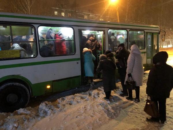 Городские депутаты взяли на контроль работу 46 маршрута