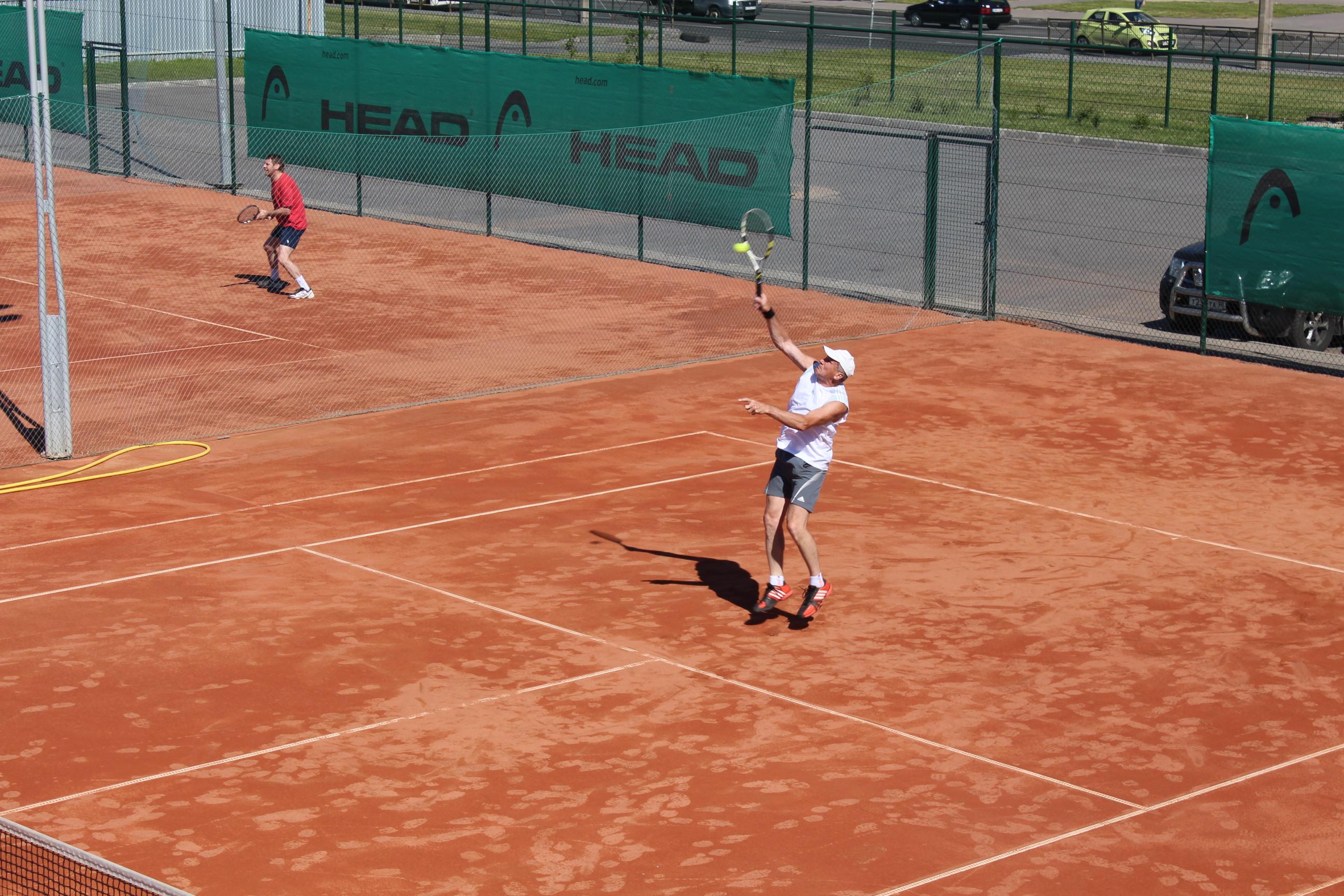 Кировская школа тенниса гордится своими ветеранами
