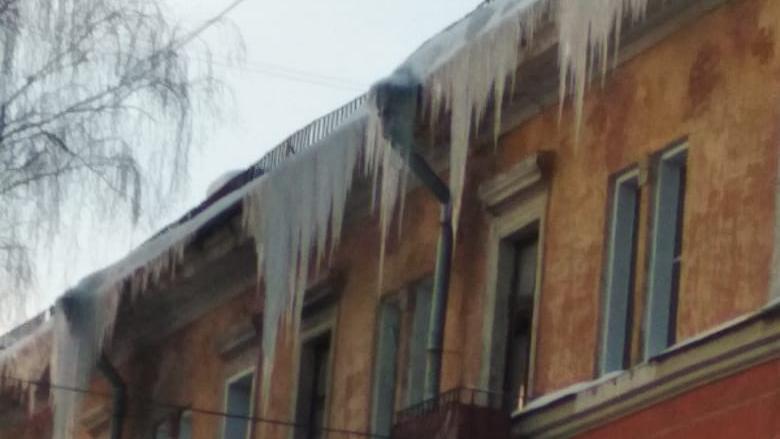 Сосульки на крыше оценили в 300 тысяч рублей