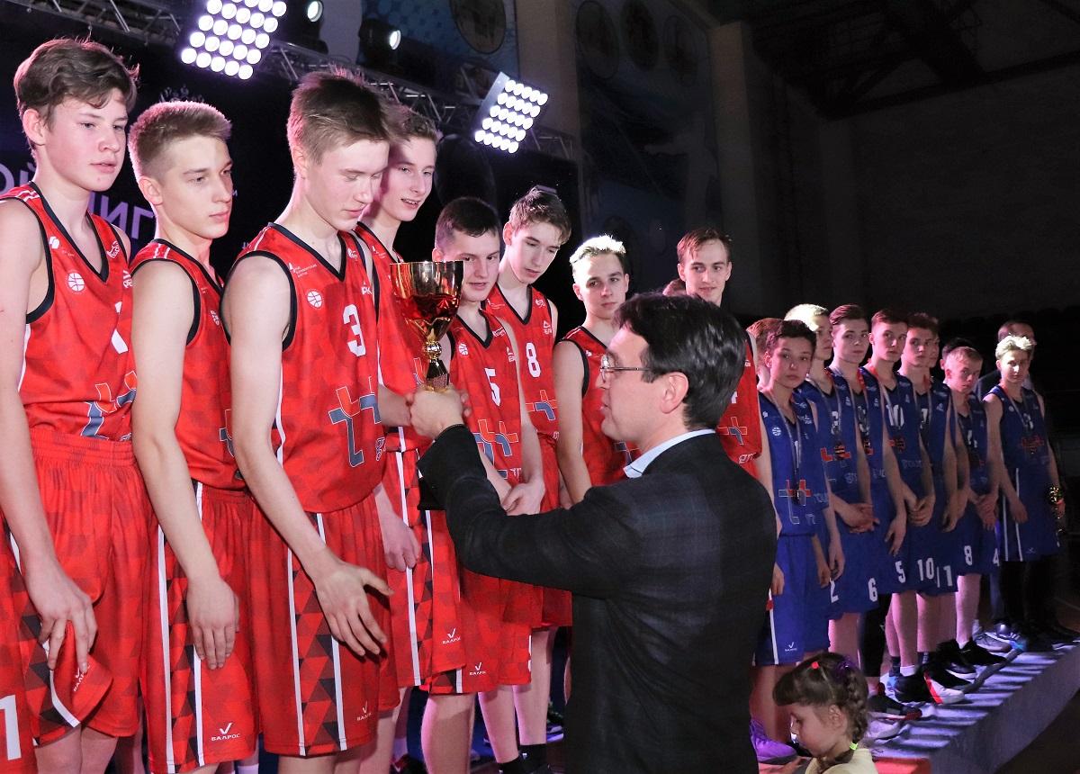 Кирс взял все золото регионального финала «КЭС-Баскет»