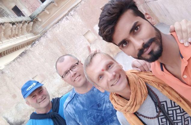 Знаменитые шляпники отправились в Индию!