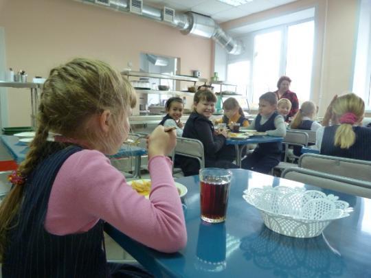 Во всех школьных столовых будут готовить одно и то же