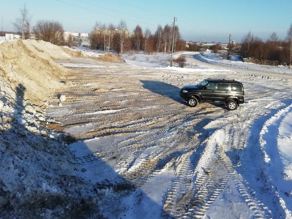 На земляничном поле в Яранске устроили снежную свалку