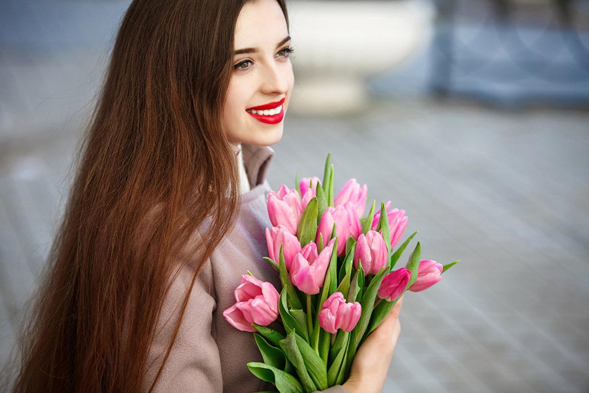 Кировспецмонтаж поздравит кировских автоледи  с главным праздником весны!