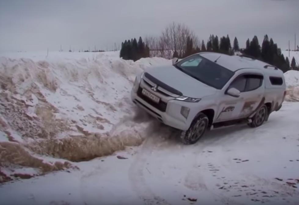 Последний снег против нового пикапа L200 от Mitsubishi