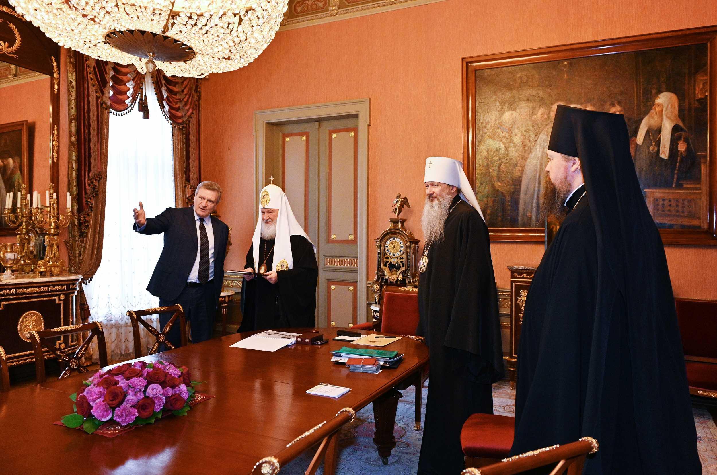 Детям - робота, патриарху - монастырь!
