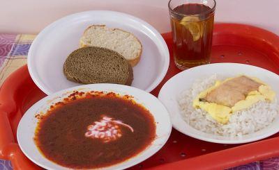 Москвичи изучают качество школьных обедов в Кирове