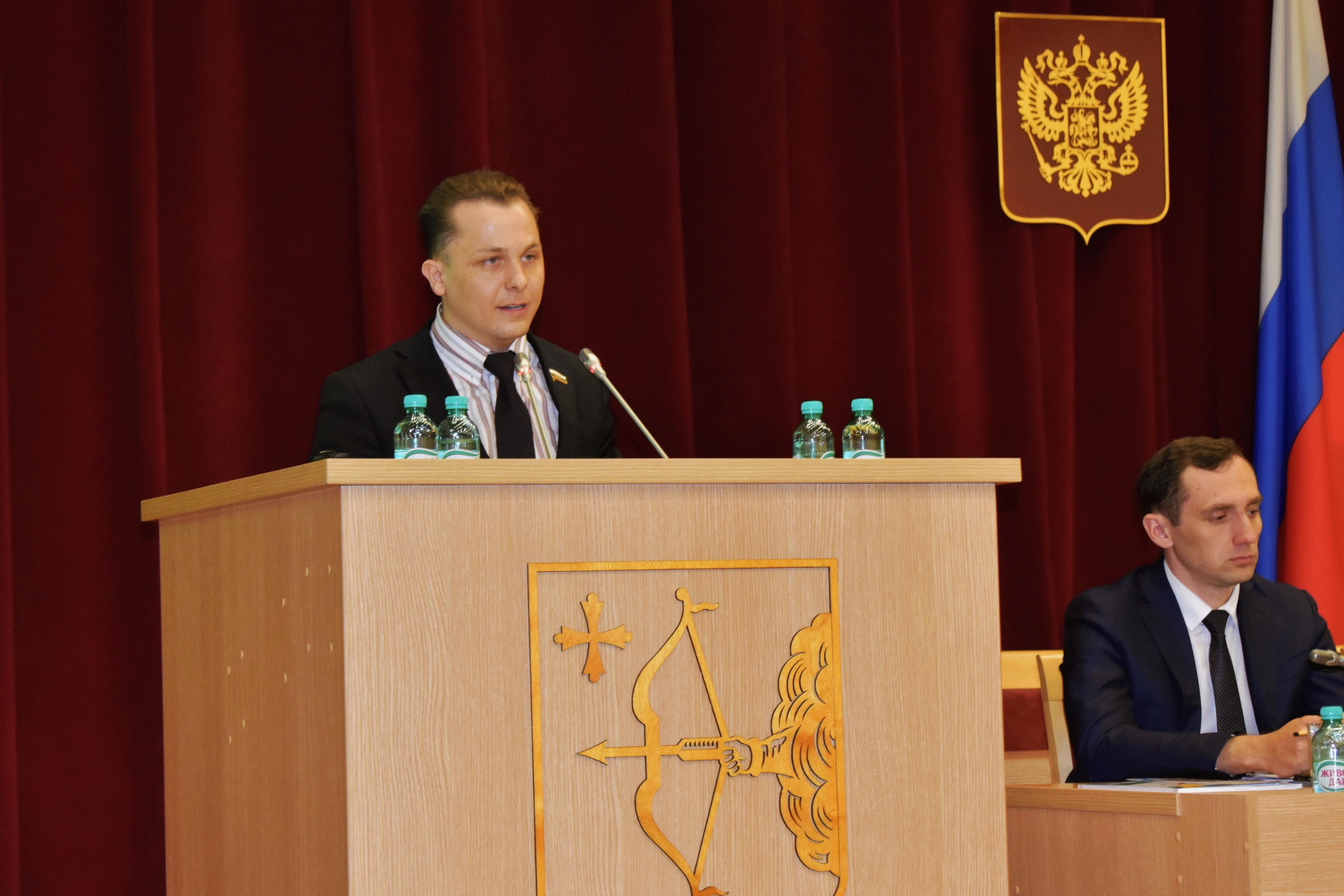 Георгий Лугинин: «Школы продолжают закрываться - Курдюмов продолжает закрывать на это глаза!»