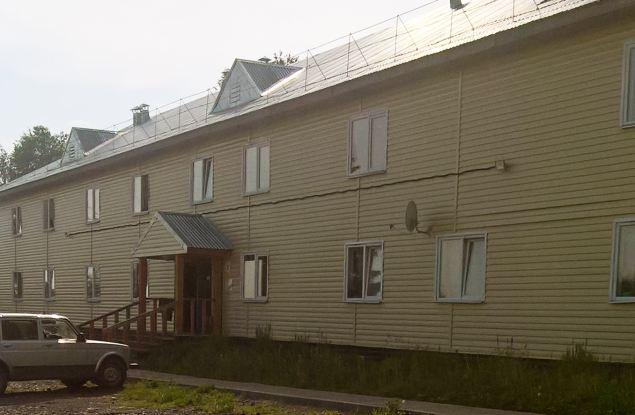 Из аварийного дома переехали в дом с трещинам