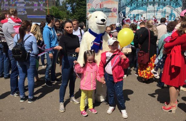 В Кирове единороссы, активисты и сторонники партии приняли участие в праздновании Дня России