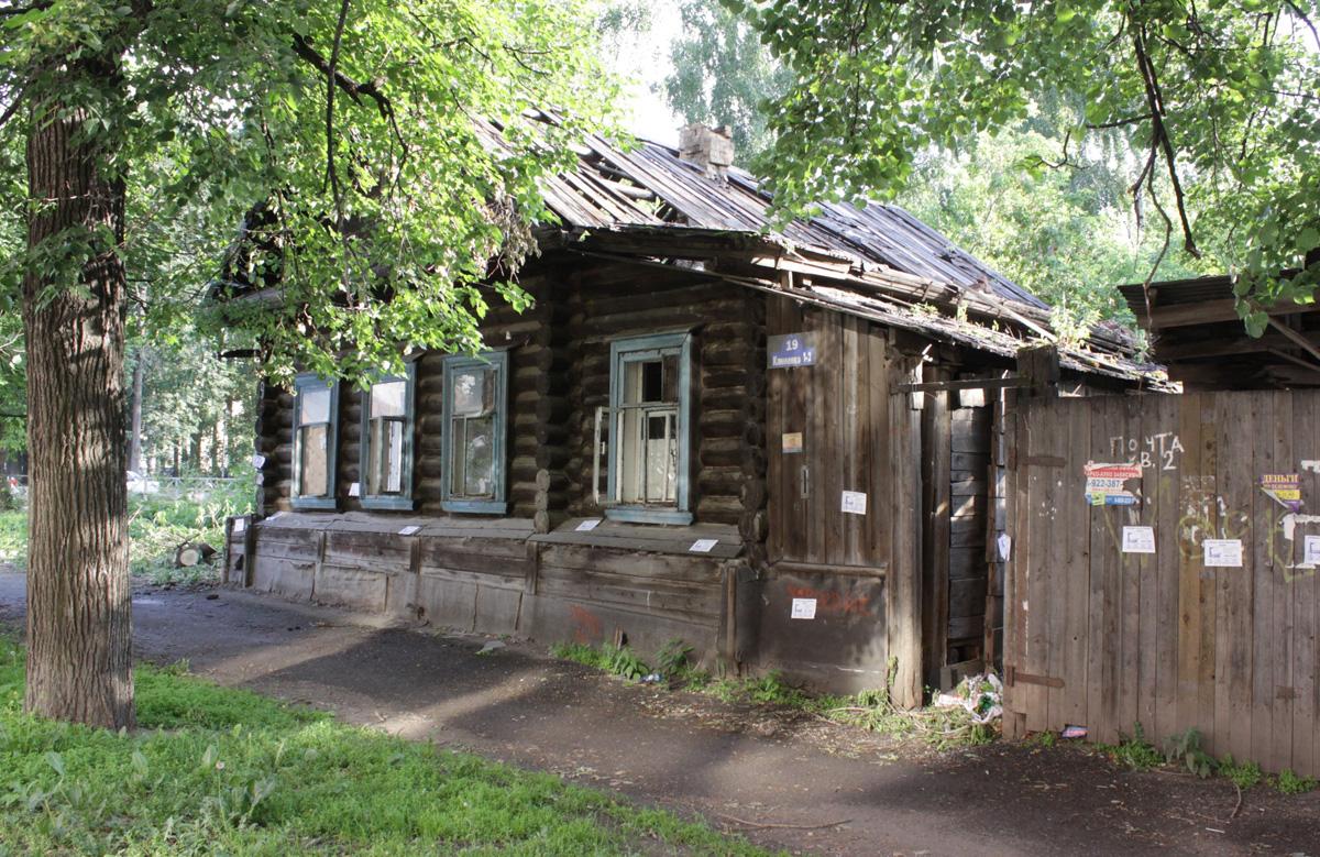 Почему в Кирове не сносят расселенные дома?